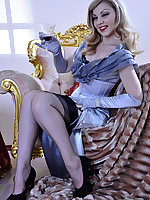 LacyNylons :: Rosa showing her nylons